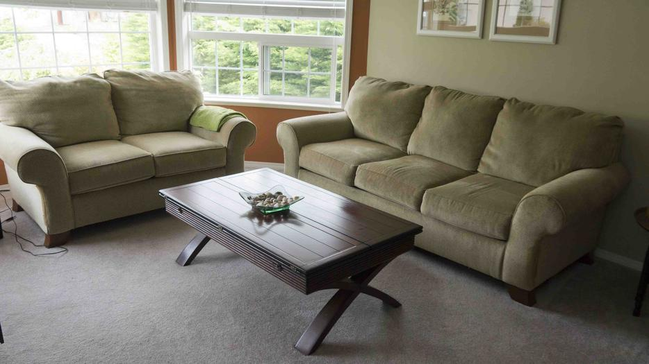Couch And Love Seat Outside Nanaimo Parksville Qualicum