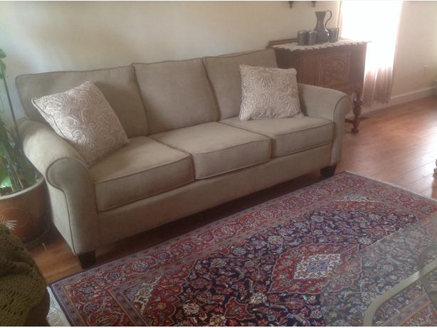Sofa like new canadian made outside comox valley comox for Sofa bed quebec