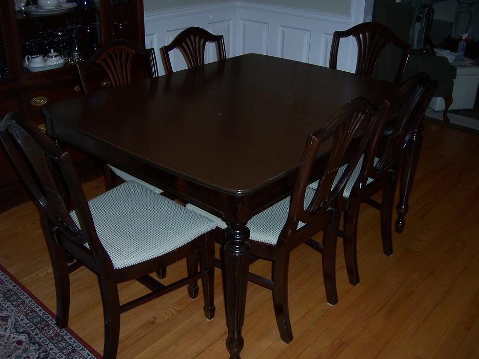 Antique dining room table and china cabinet nepean ottawa for Dining room tables kelowna