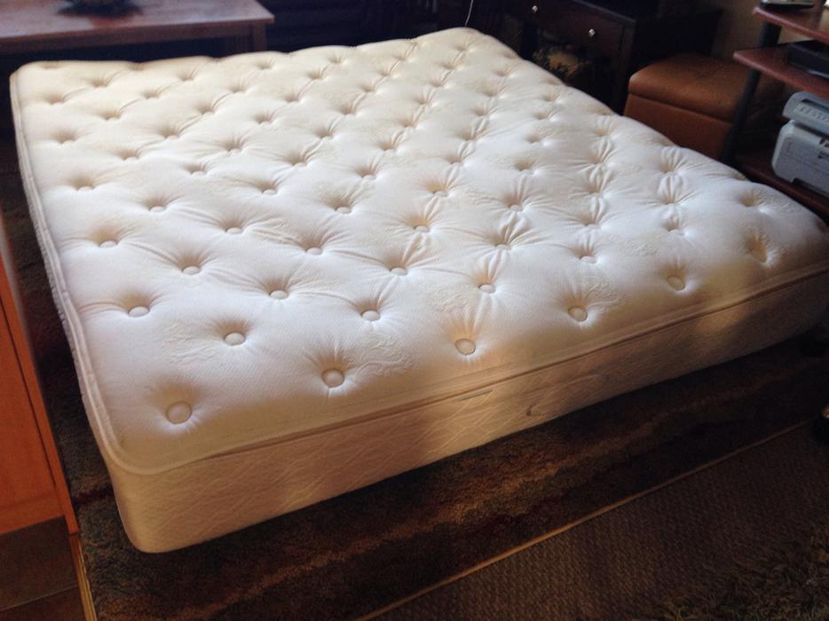 simmons pillow top king size mattress victoria city victoria mobile. Black Bedroom Furniture Sets. Home Design Ideas