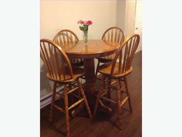 Oak Bar Table and 4 Swivel Chairs Central Nanaimo Nanaimo : 46694585614 from www.usednanaimo.com size 614 x 461 jpeg 26kB