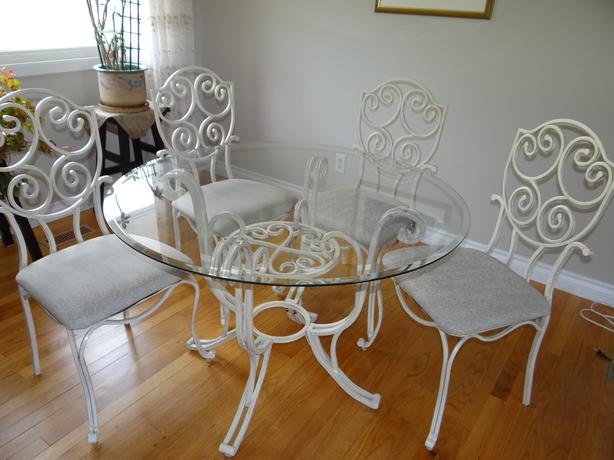 Glass shelf unit amp Round Glass and Metal Dining room set  : 46697764614 from www.usedottawa.com size 614 x 460 jpeg 40kB