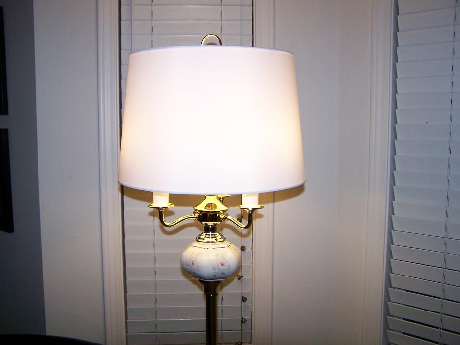 floor lamp w matching table lamp outside nanaimo nanaimo. Black Bedroom Furniture Sets. Home Design Ideas