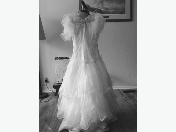 Wedding Dress With Crinolin Tea Length Petite Fits Size