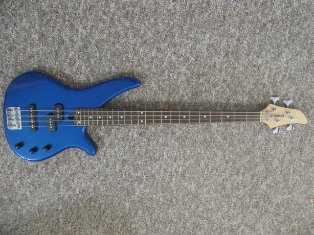 Yamaha bass guitar with case and traynor amplifier west for Yamaha bass guitar amplifier