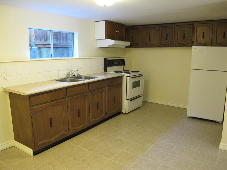 2 Bedrooms Basement Suite Fernwood Area For Rent Available Jan 1st 2016 Victoria City Victoria