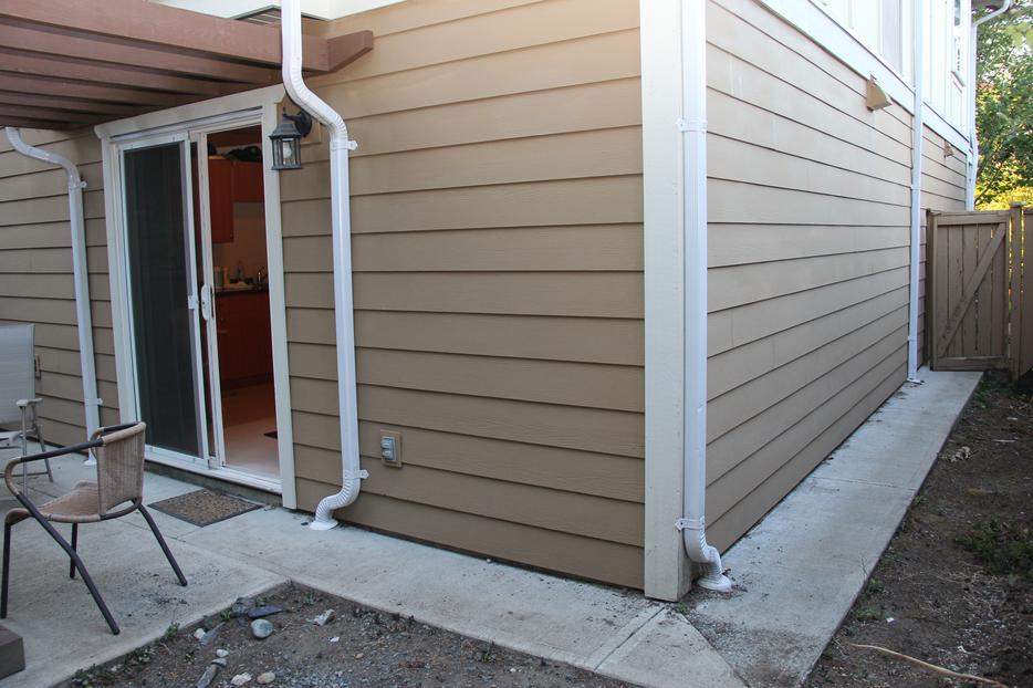 Excellent condition 4 bdrm 4 bath 1900 sf garage th for Garage master sf
