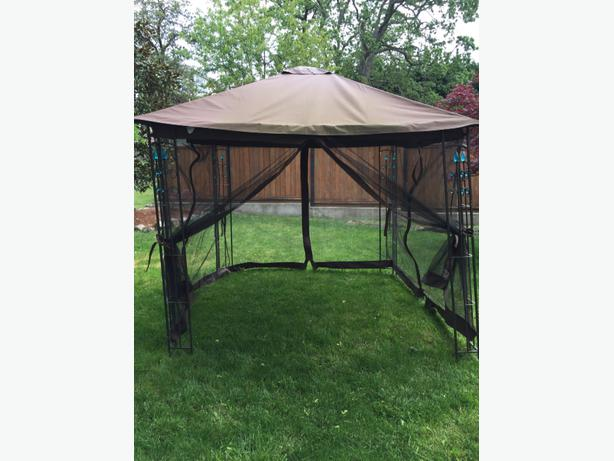 Free deck or yard canopy cover with netting victoria for Balcony covering nets