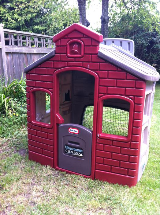 Little tykes tikes town school house playhouse victoria for School playhouse