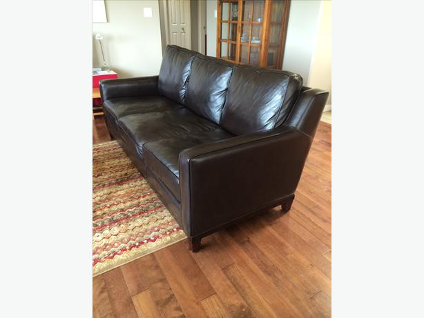 Leather Sofas High Quality Barely Used West Shore Langford Colwood Metchos