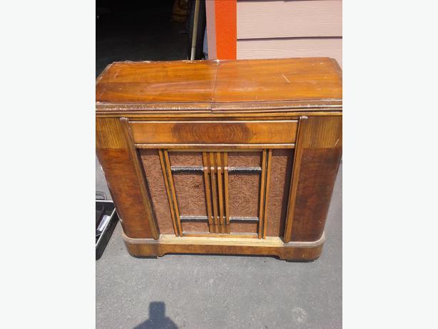 Vintage Radio Record Player 110