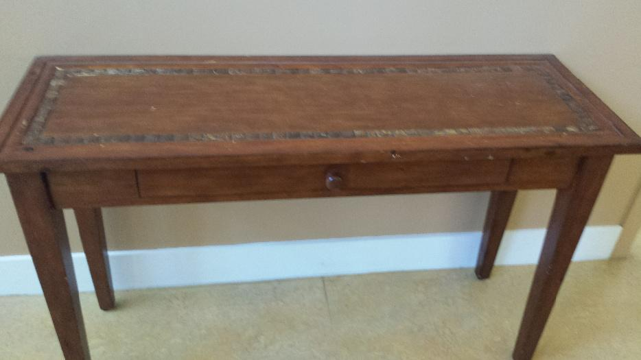 Pier one chairs coffee table tv stand and 3 sofa tables for Useful tv tray coffee table