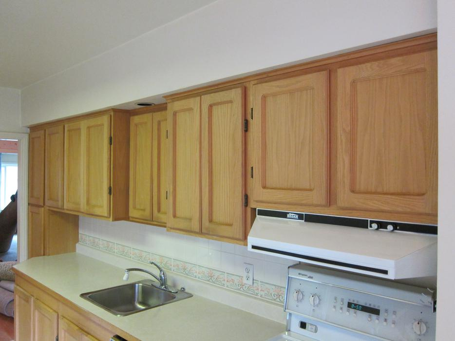 Oak kitchen cabinets oak bay victoria for Kitchen cabinets york region