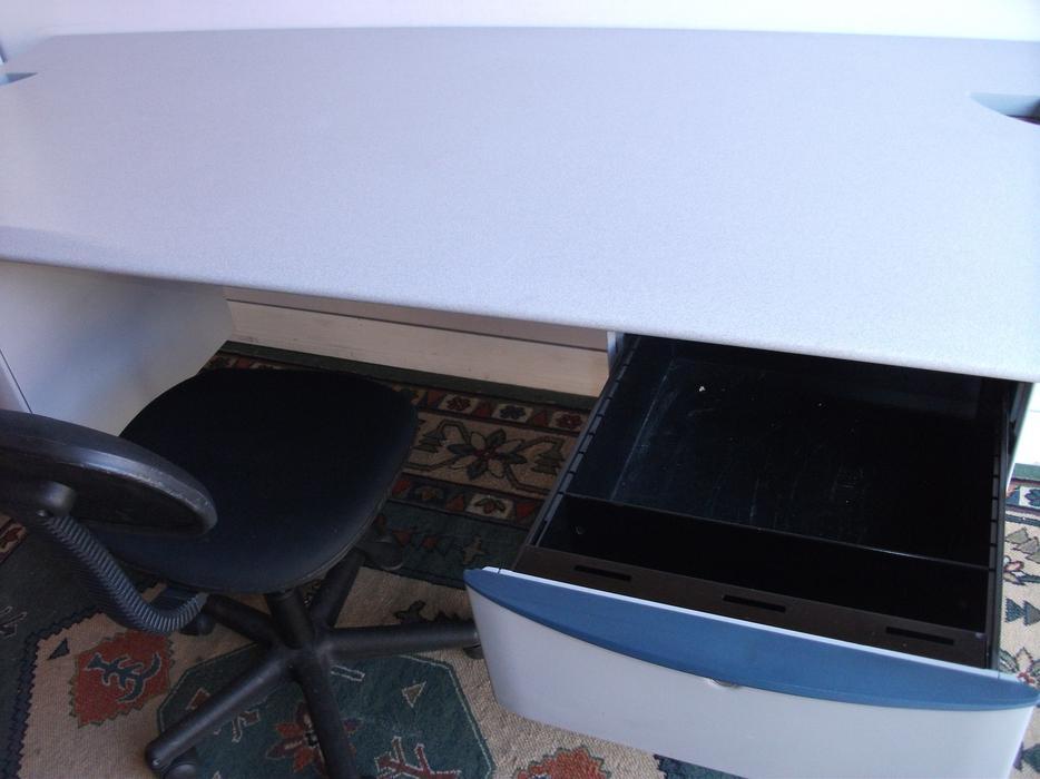 6 Foot Long Executive Locking Office Computer Desk 4