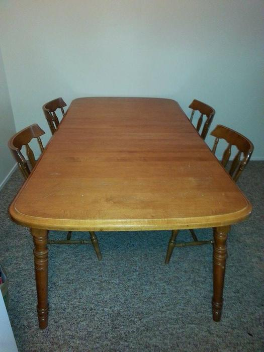 Solid wood dining room table 2 leaves 4 chairs victoria for Dining room tables victoria