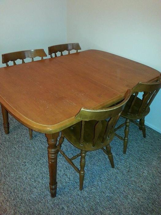 Solid wood dining room table 2 leaves 4 chairs victoria for Dining room tables kelowna