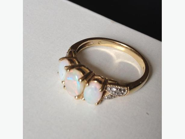 Gold and Opel Ring