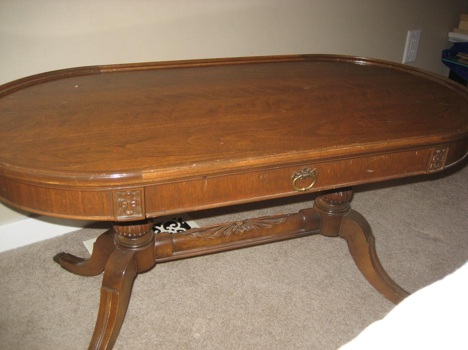 Antique oval coffee table south nanaimo nanaimo for Coffee tables kelowna