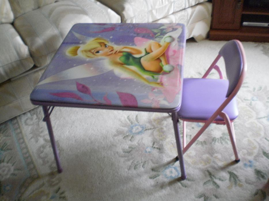 GORGEOUS NEARLY NEW DISNEY PRINCESS ROYAL FOLDING TABLE CHAIR Nepean