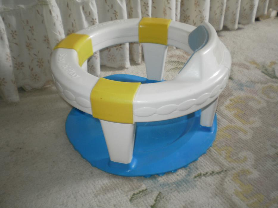 unique unisex fisher price stay n play baby bath tub seat ring suction cup nepean ottawa. Black Bedroom Furniture Sets. Home Design Ideas