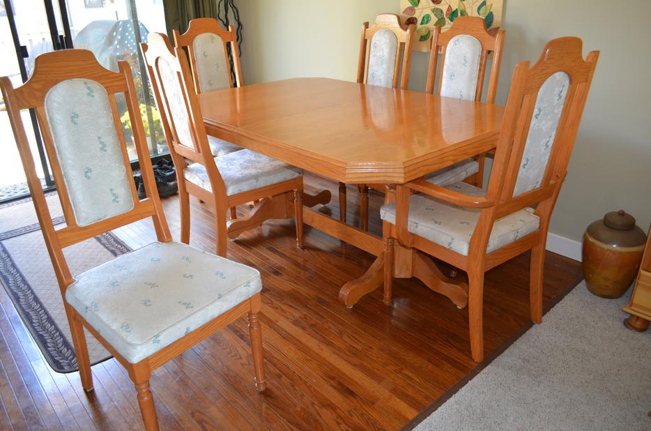 Dining room table and chairs outside nanaimo nanaimo for Dining room tables kelowna