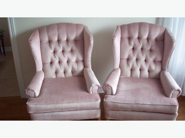 Twin Pink Velvet Wing Back Chair Like New Gloucester, Gatineau