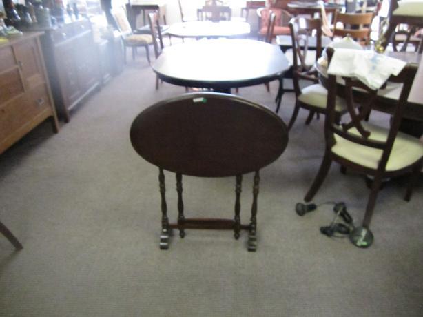 Folding gateleg table walnut central regina regina - Folding gateleg table ...