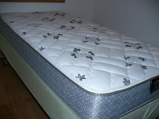 Twin Bed Mattress Boxspring Amp Frame Moving Must Sell