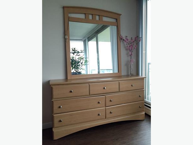 Long dresser and mirror Central Nanaimo, Nanaimo