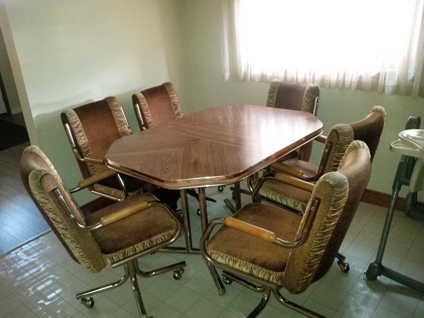 KITCHEN TABLE W/LEAF AND 6 SWIVEL CHAIRS East Regina, Regina