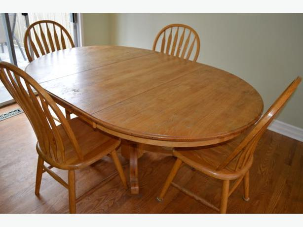 Kitchen table and chairs saanich victoria for Oak kitchen table with leaf