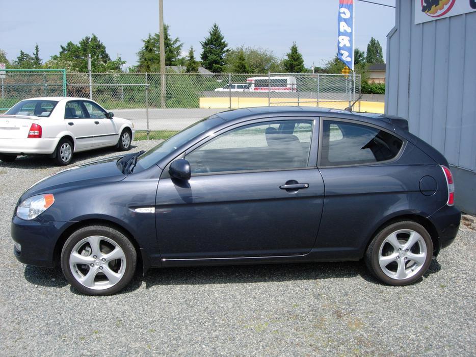 2011 Hyundai Accent Sport Very Low K S North Saanich