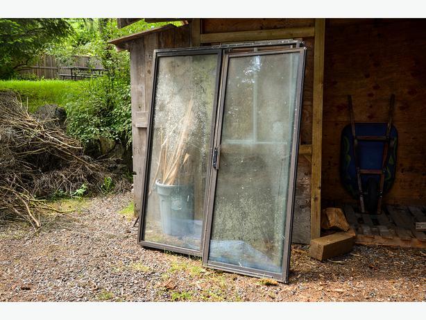 Free 5ft sliding glass door west shore langford colwood for Five foot sliding glass door