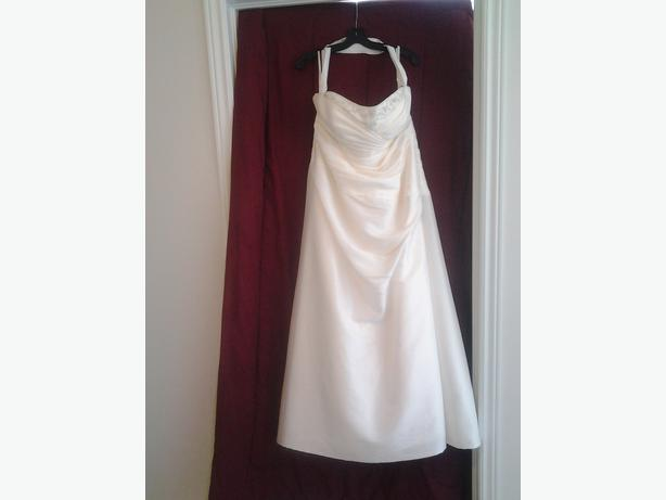 Beautiful champagne coloured wedding dress size 22 for International wedding dress designers