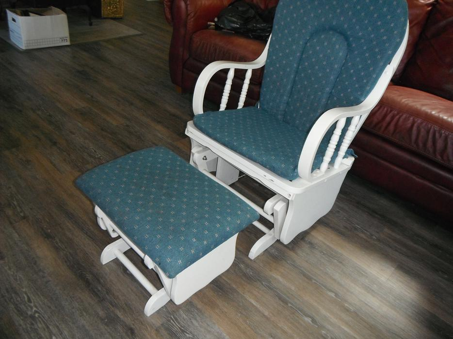 Rocking Glider Chair With Same Foot Rest Duncan Cowichan
