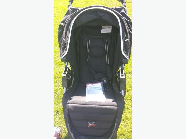 britax b agile stroller with car seat click and go adapter saanich victoria. Black Bedroom Furniture Sets. Home Design Ideas