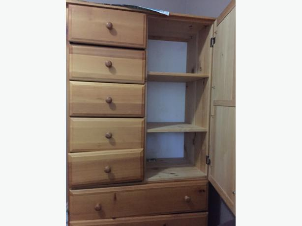 Awesome closet with 7 drawers and shelves at affordable for Ample storage space