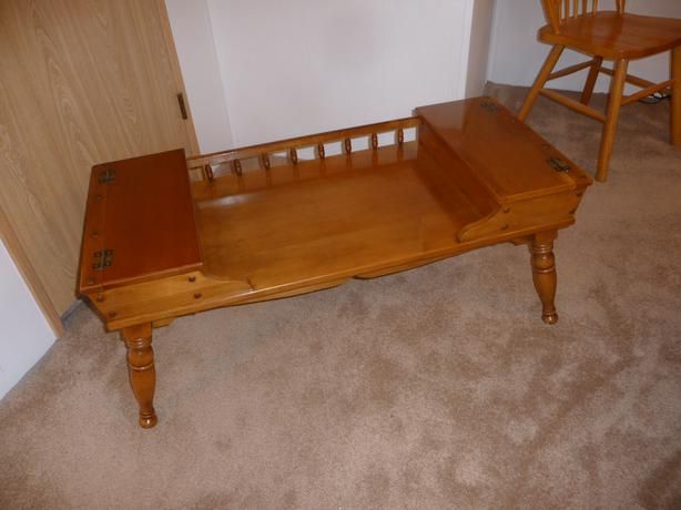Solid maple colonial style coffee table central nanaimo for 60s style coffee table