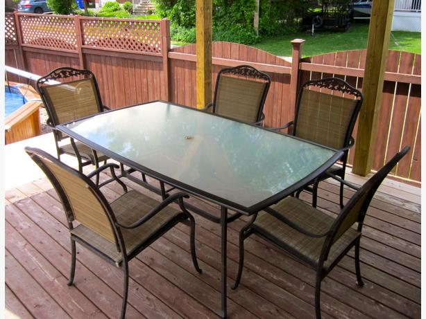 Patio set hull sector quebec gatineau for Outdoor furniture quebec