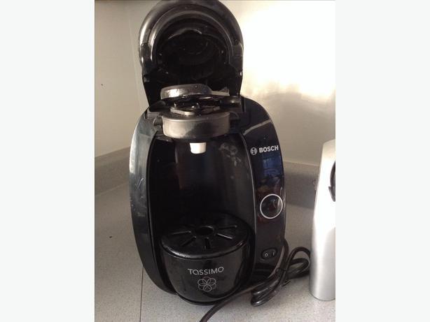Bosch Tassimo single cup coffee maker Victoria City, Victoria - MOBILE