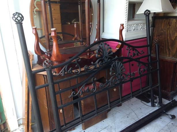 Metal Beds Queen Size Bed Frame Queen Size Industrial Bed: Cast Iron Queen Size Bed Frame Central Nanaimo, Parksville