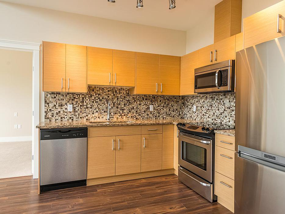 2 Bed Top Floor Condo W 12ft Ceilings Amp Large Balcony