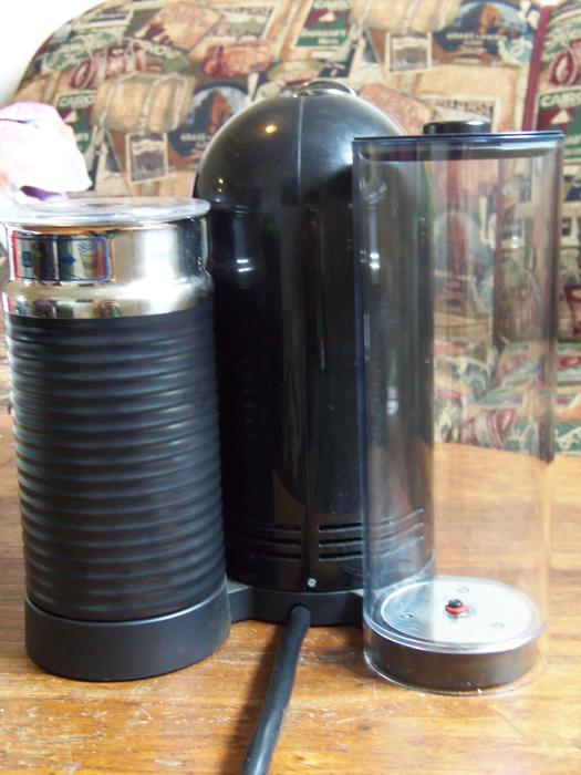 NEW NESPRESSO COFFEE MACHINE WITH FROTHER Central Ottawa (inside greenbelt), -> Nespresso Ottawa