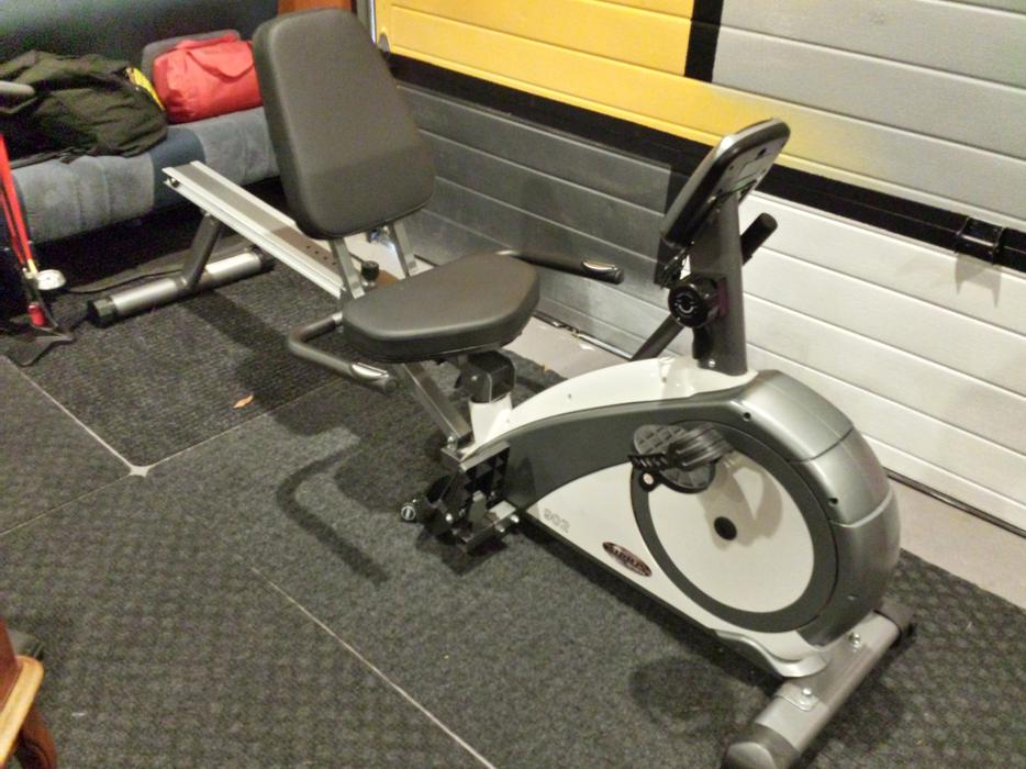 recumbent rowing machine