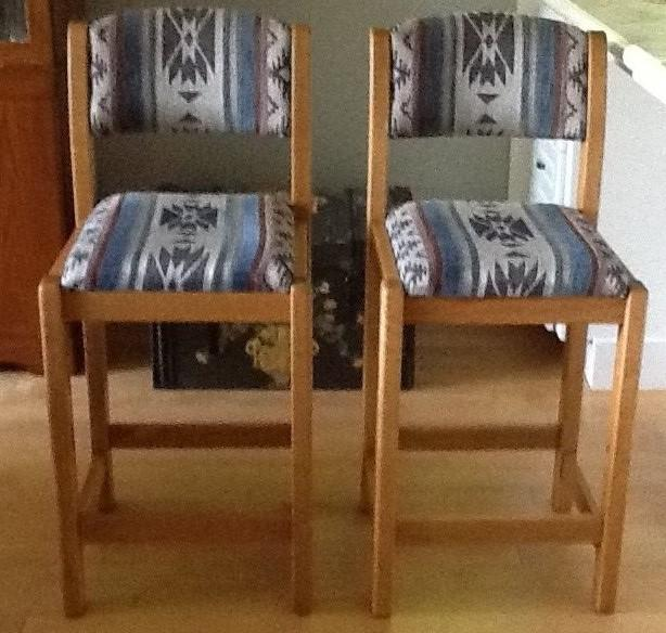 Dining Living Room Desk Bed And Barstools Nanoose Bay
