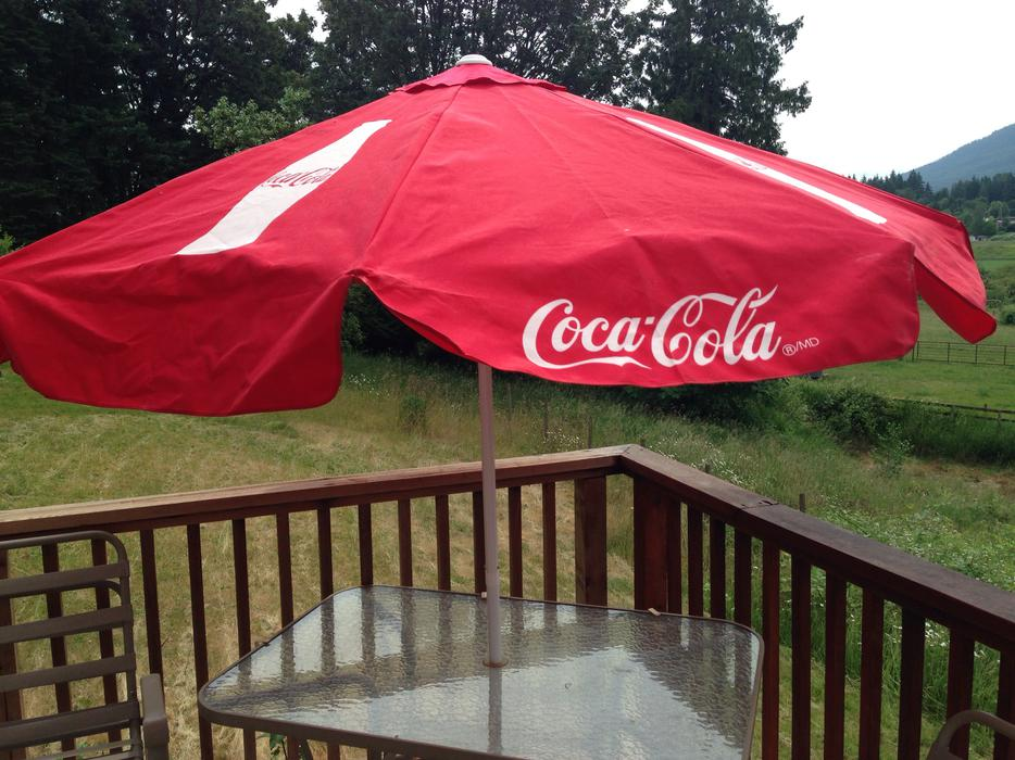 coca cola canvas patio umbrella brand new north nanaimo nanaimo. Black Bedroom Furniture Sets. Home Design Ideas