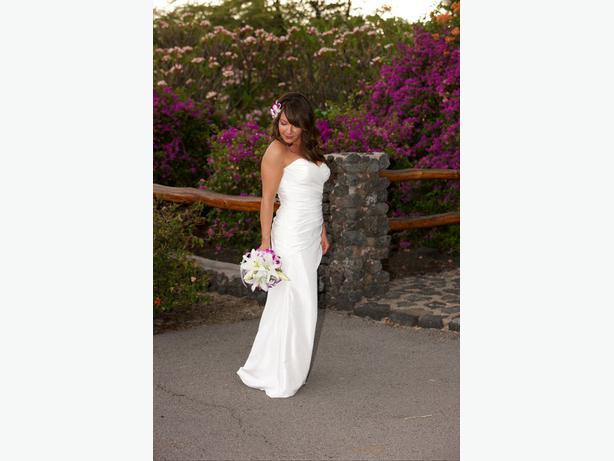 Beautiful wedding dress victoria city victoria for Used wedding dresses victoria bc