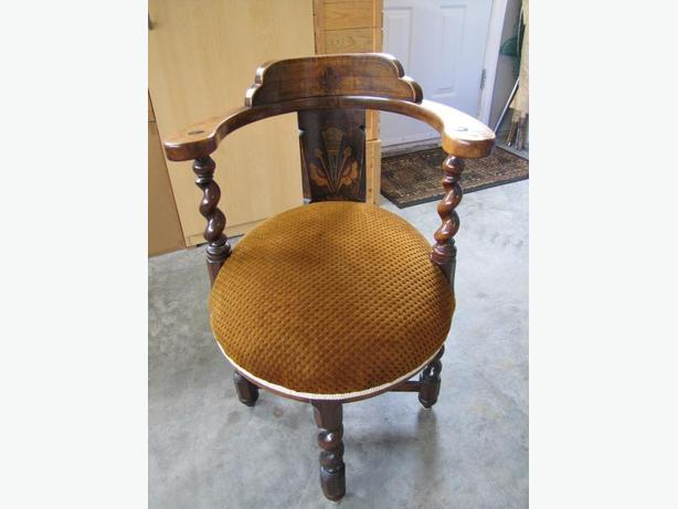 Antique Round Tub Chair