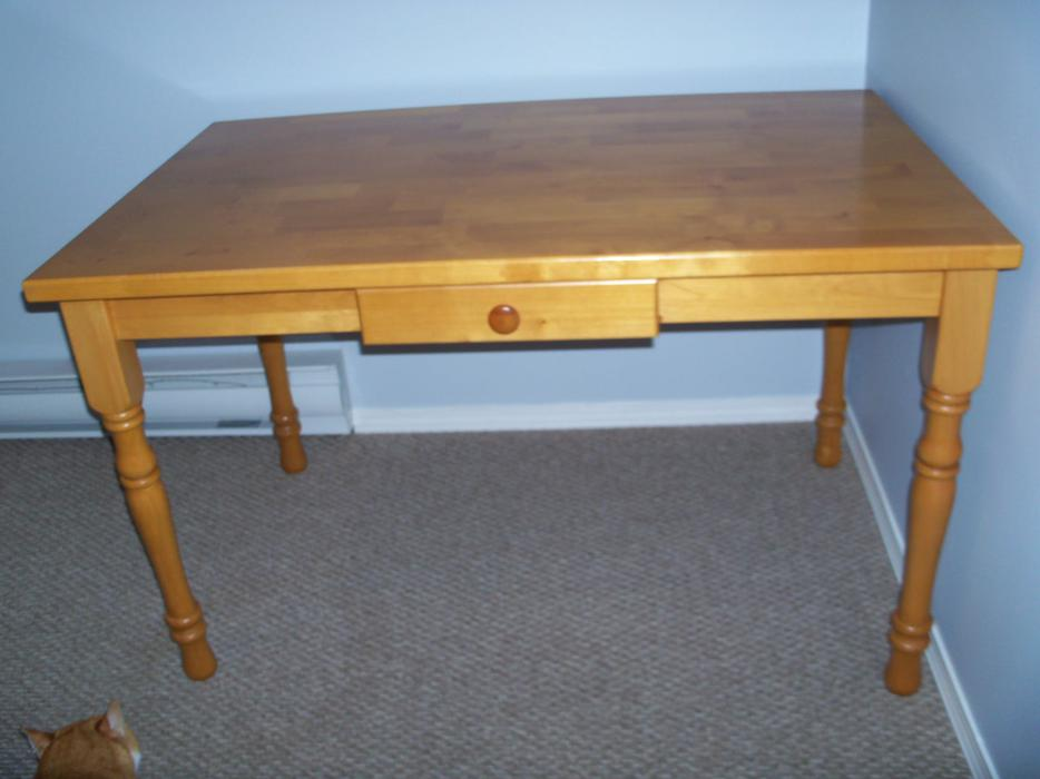 Solid Maple Dining Or Kitchen Table And 4 Fan Back Chairs