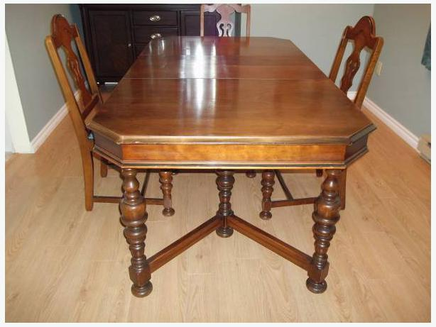 Dining room table saanich victoria for Dining room tables victoria